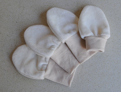 "lil'shrooms Newborn ""no-scratch"" Bamboo Velour Mitts- 'natural'"