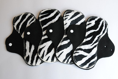 "ONE ""short"" Regular Flow Comfort Contour Pad - minkee zebra"