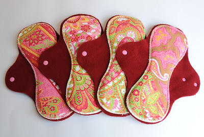ONE Regular Flow Comfort Contour Pad - minkee paisley